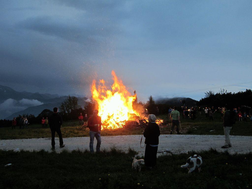 Sonnwendfeuer am Feuerkogel - ein Erlebnis!